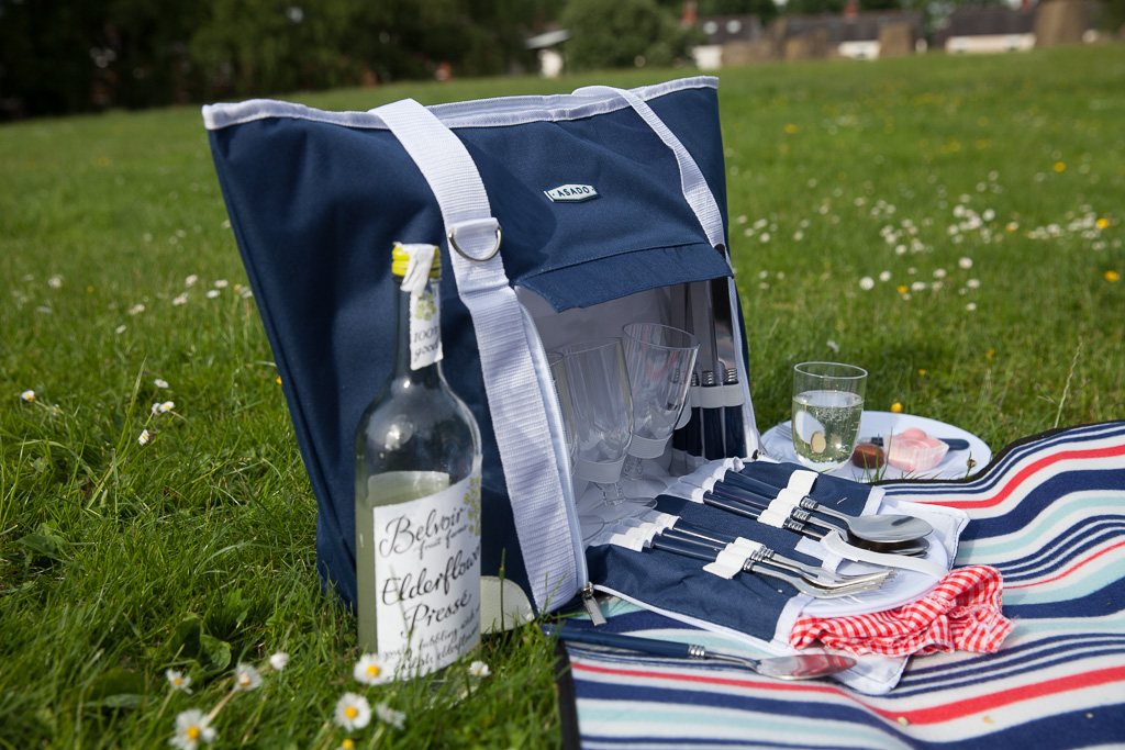 B&M picnic set and blanket